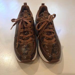 Micheal kors snake skin tennis shoes